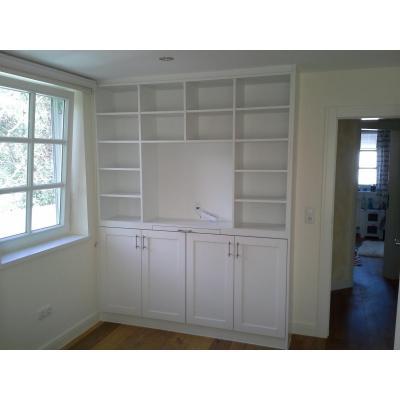 Schrankwand mit Platz für Fernseher und Aktenauszug