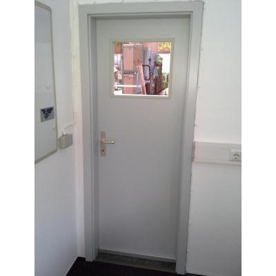 Tür mit absenkbarer Bodendichtung